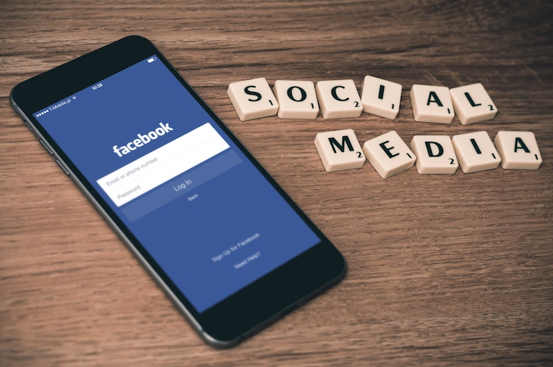 Share a calendar event easily on your favorite social media platform.